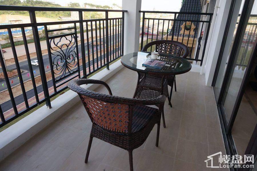 盛邦珑湖128㎡样板间阳台