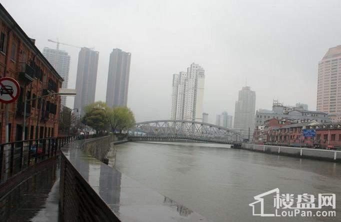 华侨城苏河湾塔尖住宅实景图