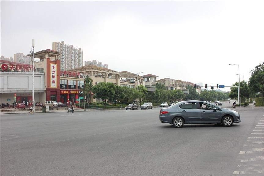 荣泰广场配套图