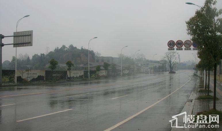 创远湘江壹号 周边马路