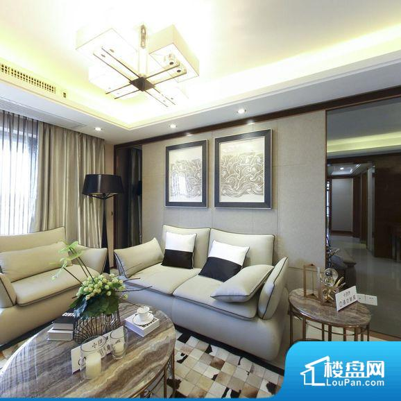各个空间都很方正,方便后期家具的摆放。整个空间采光很好,主卧和客厅均能够保证很好的采光;并且能真正做到全明通透,整个空间空气好。卫生间门朝向人较多的区域,导致区域空气不好,舒适度差。各个功能区间面积大小都比较合理,后期使用起来比较方便,居住舒适度高。