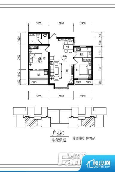 各个空间方正,后期空间利用率高。整个空间不够通透,不利于空气流通,尤其是夏天会比较热。卫生间无对外窗户,采光不好,不利于后期使用过程中的排风透气。主人去卫生间要传堂入室,整个动线过长,使用起来不方便。卧室是休息的地方,需要安静,如果距离客厅和餐厅会有噪音,影响休息。时间长,主人容易神经衰弱。卫生间朝向客厅私密性较差,卫生间朝向餐厅产生的气味及细菌对餐厅影响较大,卫生间朝向卧室,产生的气味对卧室有影