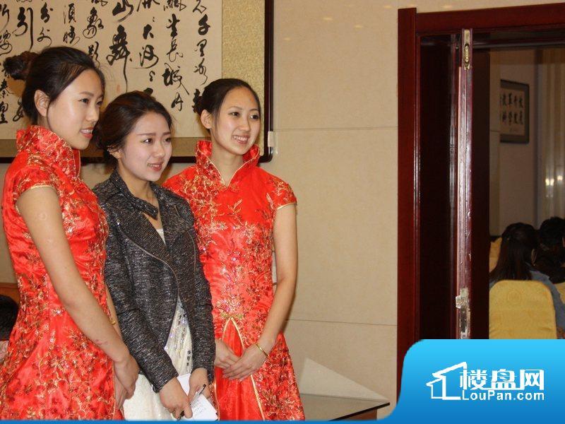 授牌仪式现场礼仪合影(2013-04-12)