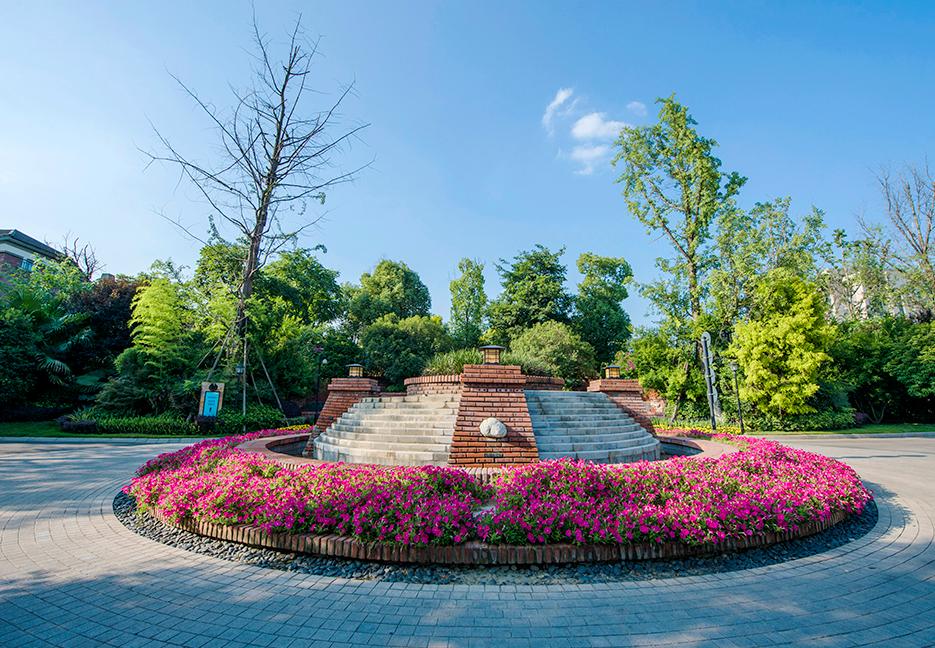 棠湖泊林城实景图