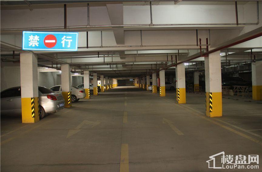停车场实景图