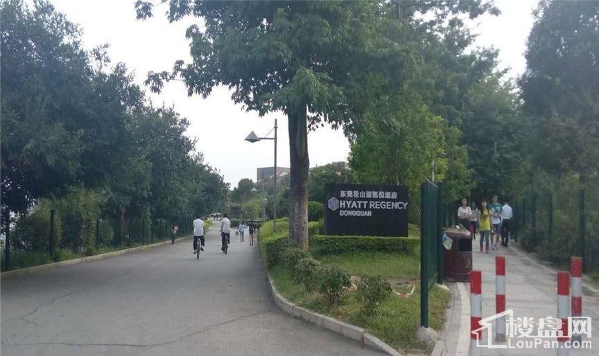 附近200米凯悦酒店