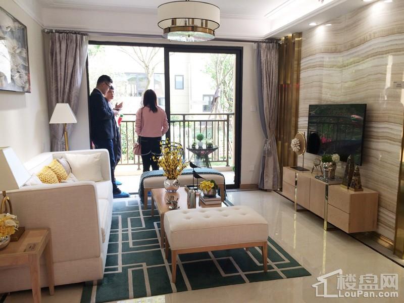 中海悦公馆92㎡精装样板间之客厅
