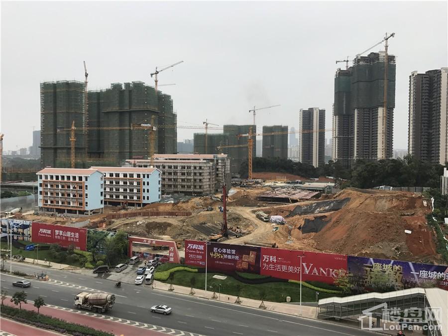 万科城滨湖路小学工程进度图(摄于2017年4月14日)