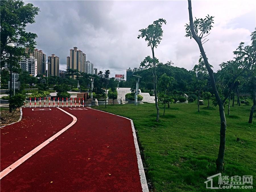 防城港凤景湾社区跑道实景图