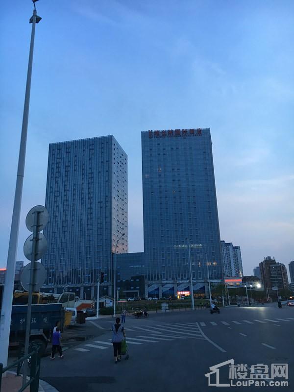 宇成开福广场实景图
