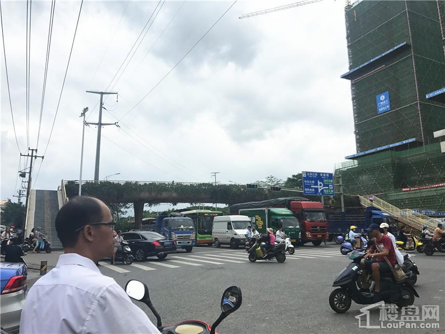 中国铁建西派澜岸周边交通道路实景图(摄于10.7)