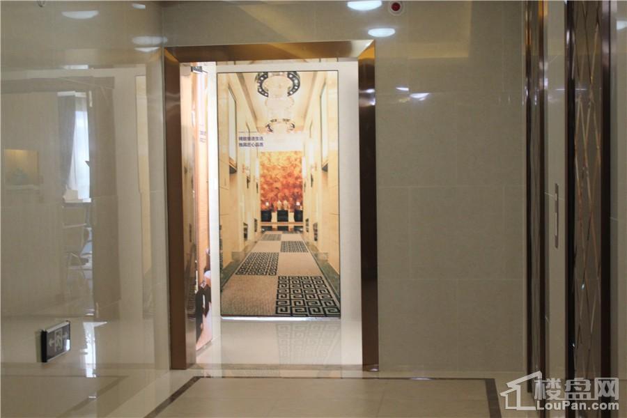 中昂国汇91㎡(建面)电梯口