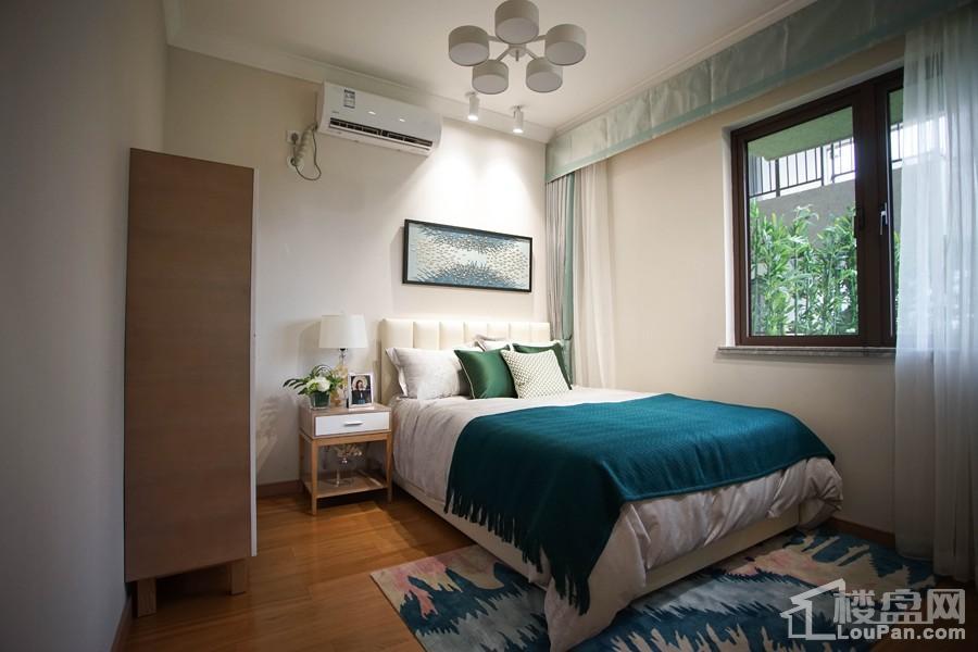 中海九玺87㎡A2户型样板间之卧房
