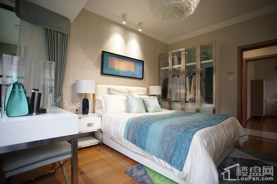 中海九玺87㎡A2户型样板间之卫生间之卧房