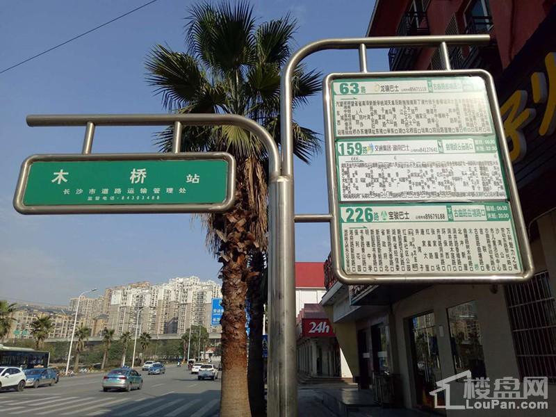 周边公交车站