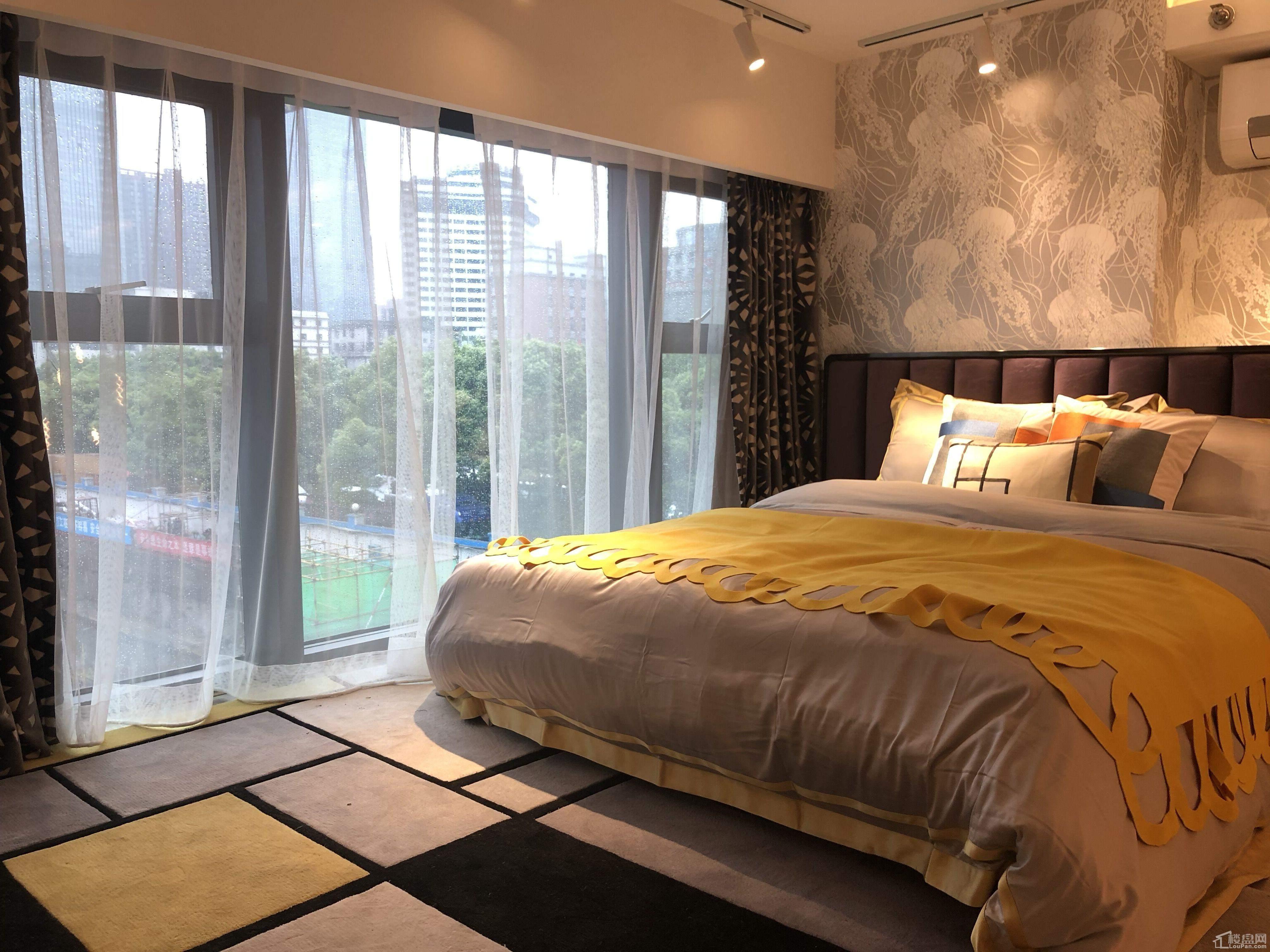 D户型卧室