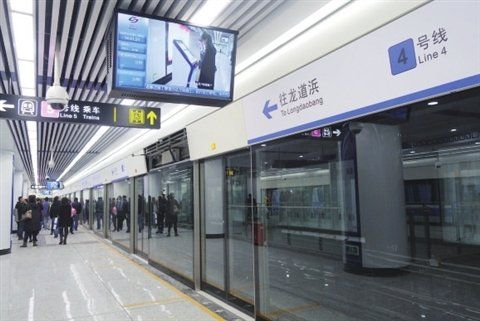 苏州地铁4号线试运行后迎来首批乘客