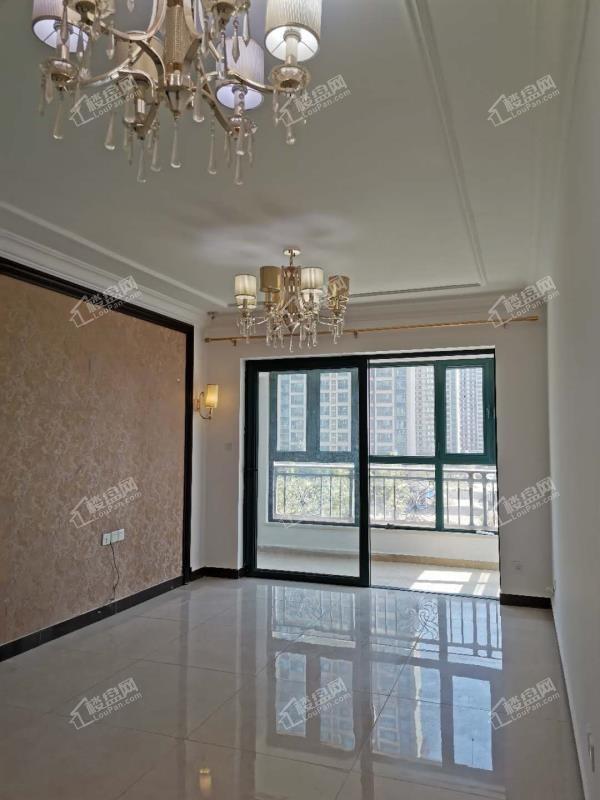 环境优美 采光好 恒大山水城精装修两室出售 随时看房