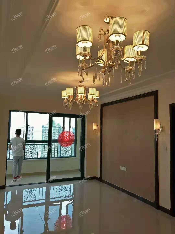近地铁 环境优美 恒大山水城精装修两室出售 随时看房