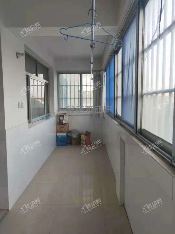 朝阳小区5楼带阁楼储藏室中装修135平55万