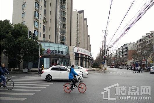 大华斐勒公园中国银行(向东约1km)