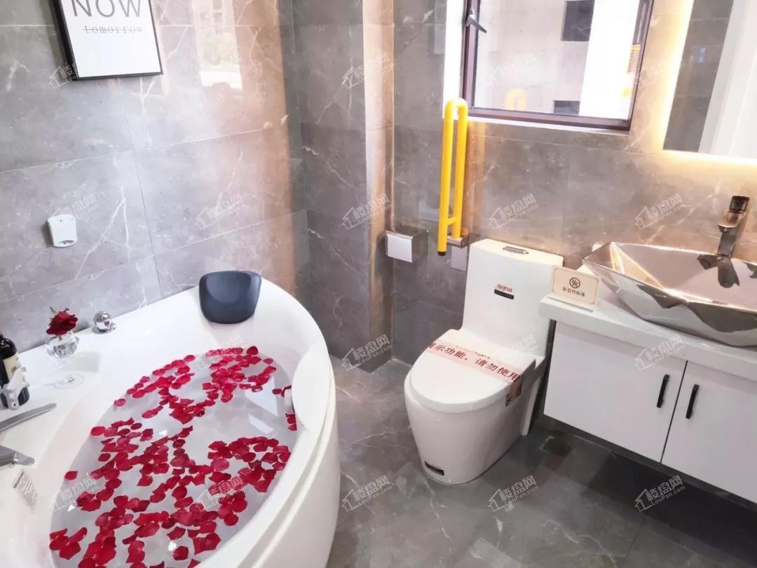 观海一品D户型建面约84㎡样板间浴室