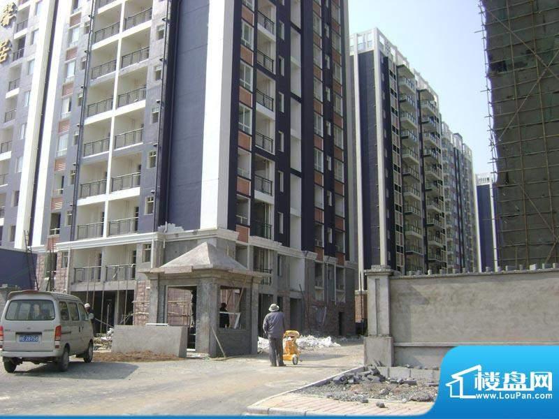 华杰·赫尔馨居小区门口20110115