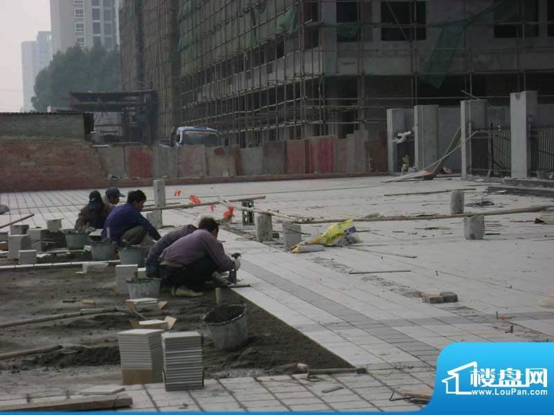 哈尔滨广场小区前面广场施工实景201101