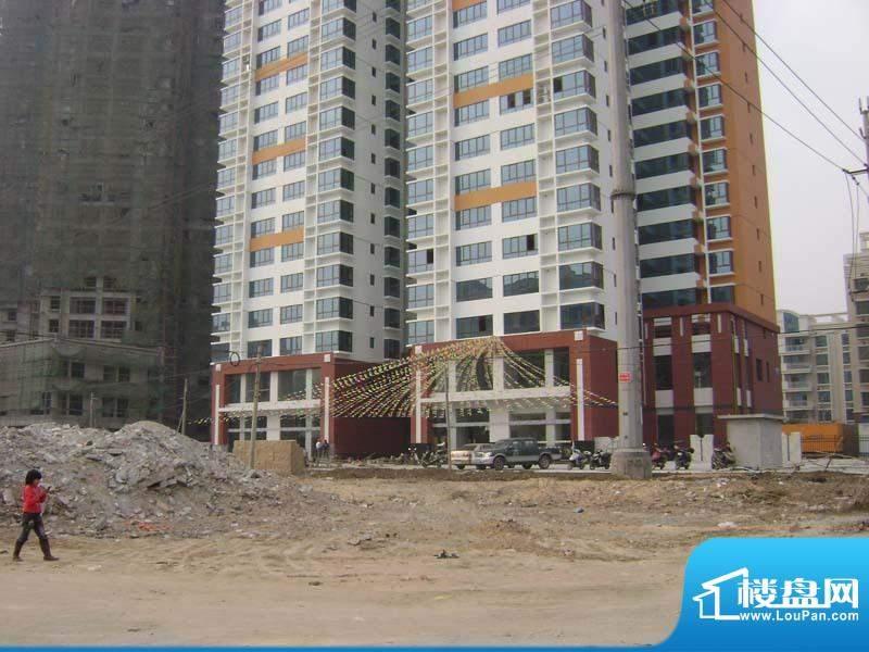 哈尔滨广场小区门口全景20110118