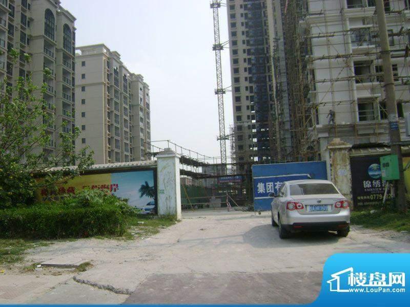 锦绣湾花园小区门口施工实景图20111023