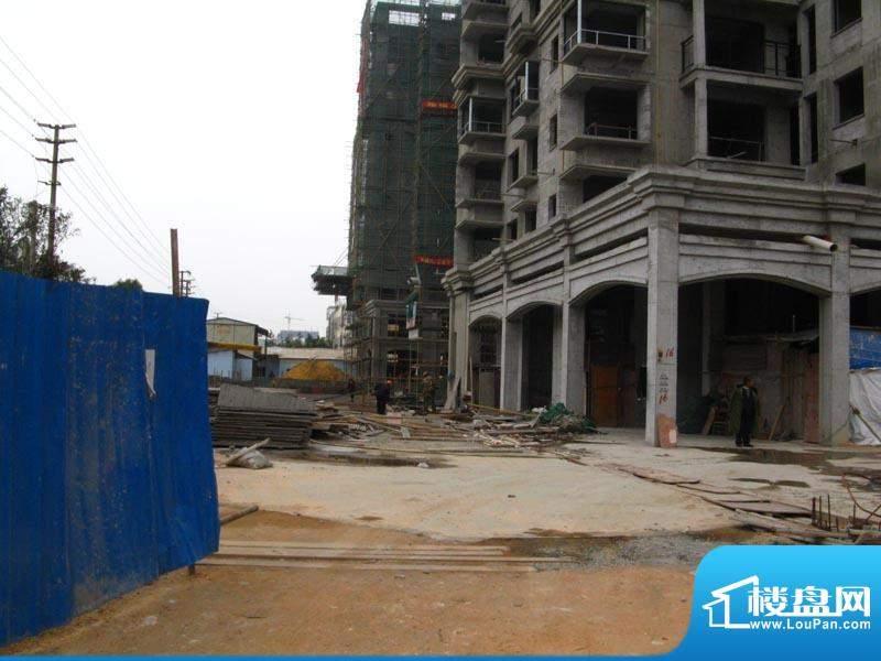 锦绣湾花园小区门口实景20110112