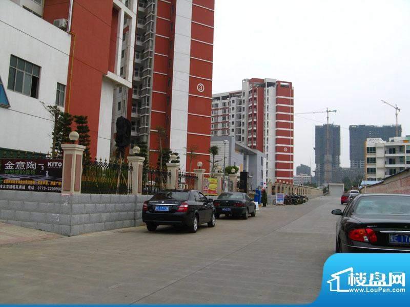 北海国际新城小区门口实景20110115