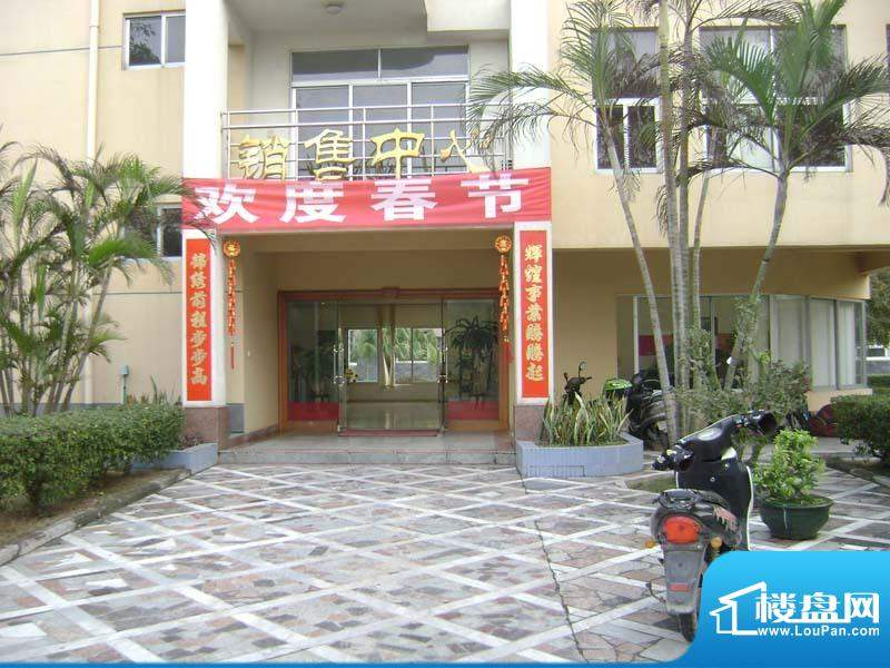 臻墅园小区售楼部门口20110223