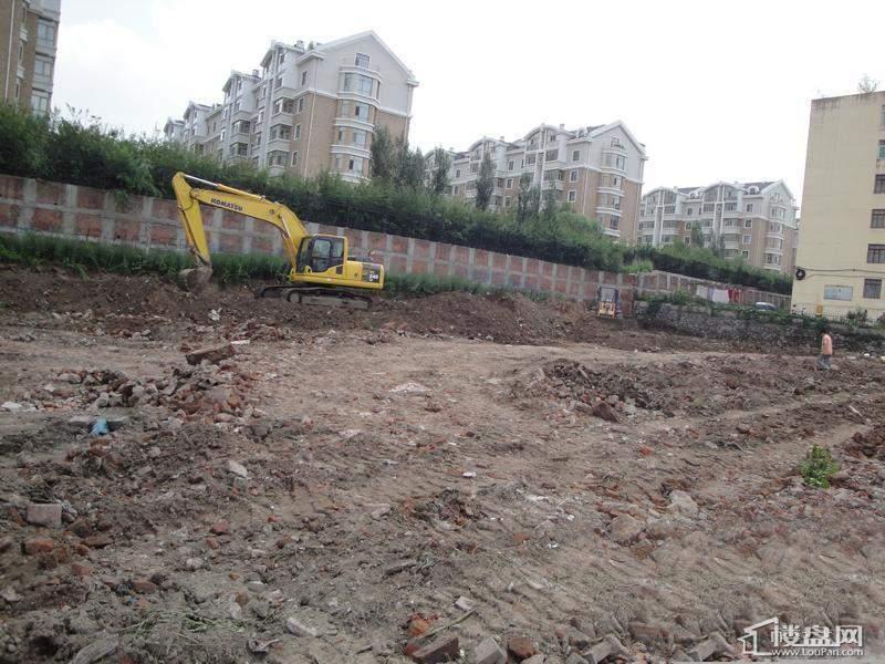 金色桃源项目处于土地平整阶段(2010.8.3)