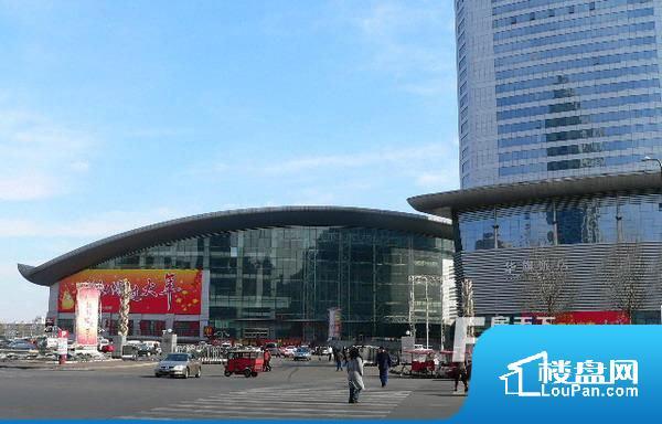 附近会展中心实景图(2012.8.23)