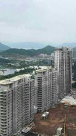 千岛湖嘉苑在售价格为13700元/平方米,毛坯,带装修交付。