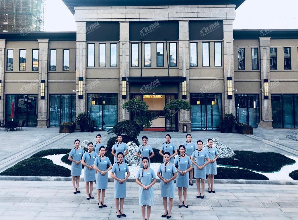 东投银滩海玥台物业团队展示