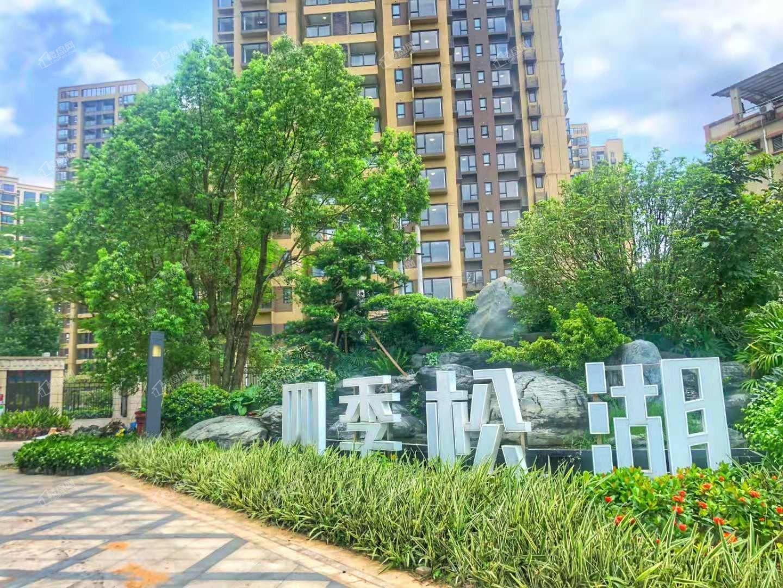 四季松湖实景图