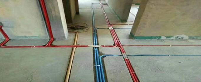 新房装修水电安装走顶好还是走地好?