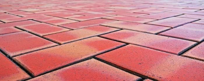 红砖铺地面如何摆好看