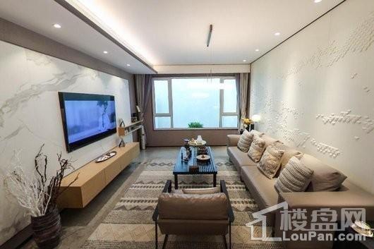融创城115平户型客厅样板间实景图