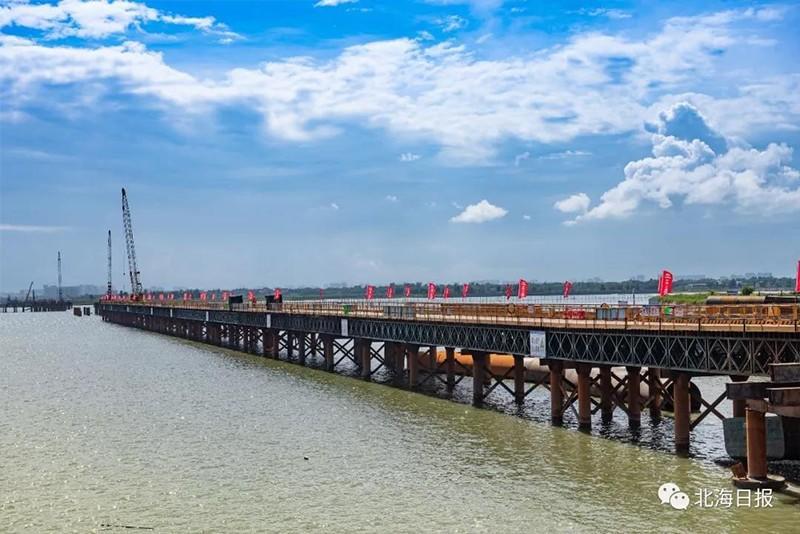 正在建设中的西村港跨海大桥主栈桥。--许振国-摄.jpg