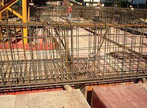 折梁内纵向钢筋有何构造要求?