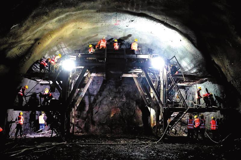 贵南高铁九万大山隧道群掘进12000米,预计2022年5月贯通