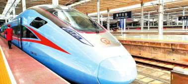 """最新款""""复兴号""""动车组广西试跑 计划于1月20日正式投入使用"""