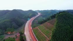 一路蜿蜒连接南宁崇左,新扶公路预计年底具备通车条件