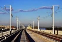 潍莱高铁首列500米长轨进场 下月起铺轨
