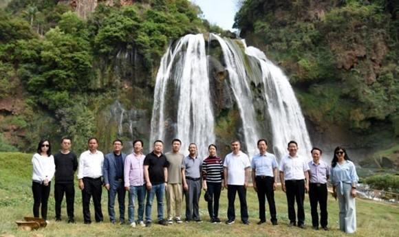 融创中国高层领导一行考察石林
