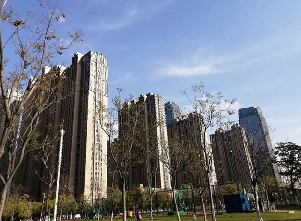 数据:前4月全国房地产开发投资33103亿 同比下降3.3%