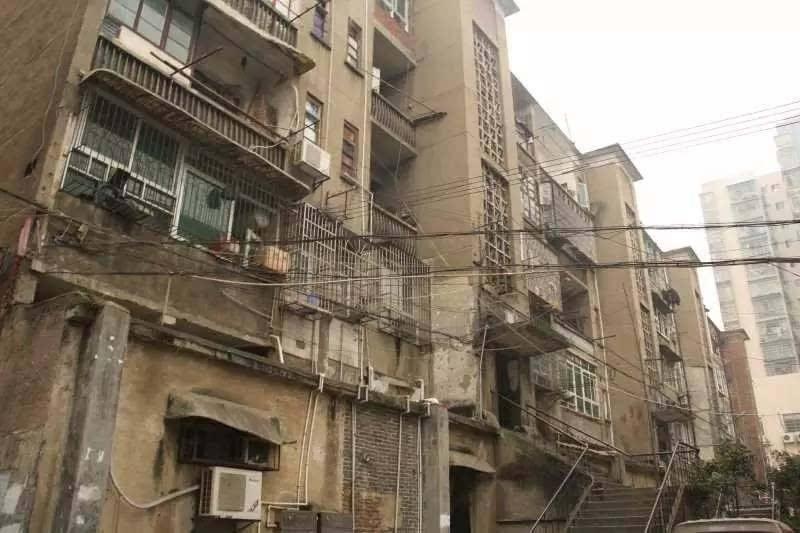 北京老旧小区六成无电梯,超七成车位配比不足